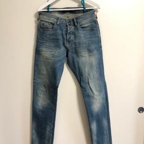 Nye jeans fra stotch&soda (ralston) str 32/34 aldrig brugt super fede. Prisen er med forsendelse via dao. Nypris 1200kr