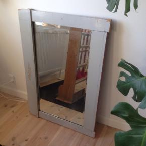 Antikt facetslebet spejl i fin stand. 92 x 68 cm.