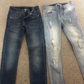 2 par smarte jeans fra Pompdelux ( de mørke) og name it ( de lyse med slid). Begge par str 116. Brugt få gange. 100 kr pr par eller begge par for 180 kr