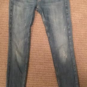 Fede jeans model Sophie i str 31/34  Næsten ikke brugt  Super pasform og fed farve