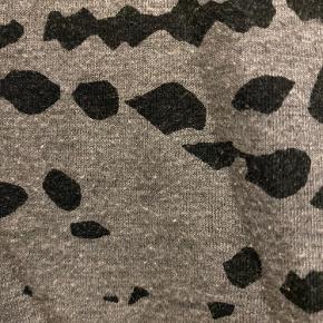 Saint Tropez nederdel. Har en smule vaskefnuller. Se billede af stof tæt på.