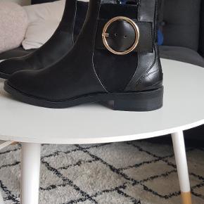 Nye støvler fra Zara. Sælger da de ikke passer i størrelsen 😊
