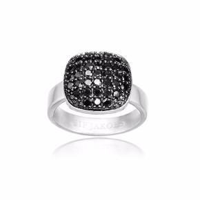 Str. 56 - æske haves. Aldrig brugt. Nypris 900kr. Den elegante ring er udført i sterling sølv med zirkonia-sten.