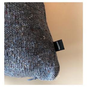 Massimo pude i 60% recycled uld Prisen er for både pudebetræk og pude! 😊 Ca 43 x 41 cm
