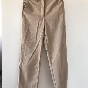Xs/s. Pæne bukser med lidt flare forneden. Fra nakd