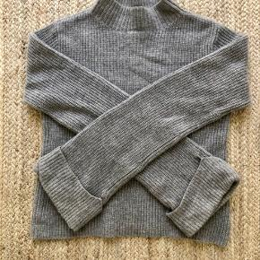 Premium collection ribbed Cashmere jumper in size xs. Fits size small too like on the last photo.