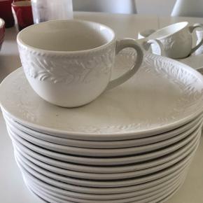 Rigtig flot kaffestel til 18 personer, de 12 personer er der tallerken ved koppen