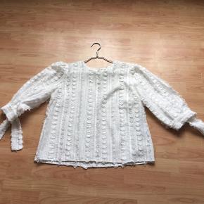 Hvid bluse fra fine cph👍aldrig brugt helt ny👍👍model Malou