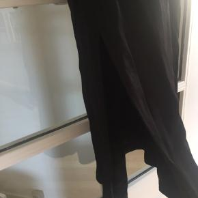 Kjole med slids nederst