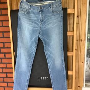 Gardenia jeans