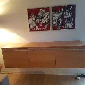 2 malerier af Anette Gerhøj.  Måler 54x54 cm. Hængt i ikke ryger hjem og fremstår helt uden fejl. Kom gerne med et bud.