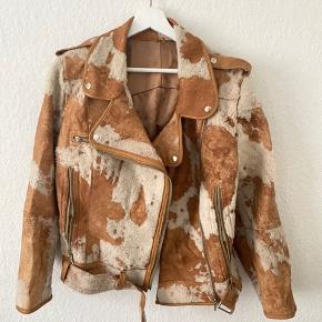 Vintage jakke. Så flot. Lugter af loft, da den har ligget der! Passer s-xl