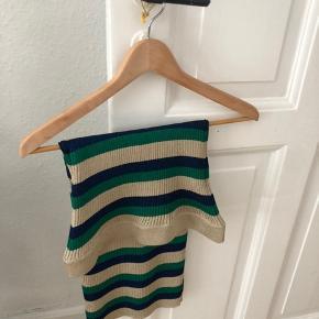 Baum stræk-nederdel i fine glimmerfarver, str. M. Sælges da jeg desværre ikke får den brugt. Byd!