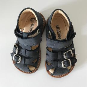 Varetype: SandalerFarve: Blå Oprindelig købspris: 700 kr.
