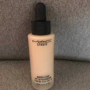 Mac weight spf 30 Foundation NW15 - brugt to gange🤍