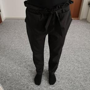 Helt nye bukser 🌸Str S - 150,- INKL porto.  Spørg for flere detaljer.   Jeg er ca 162cm og 52kg