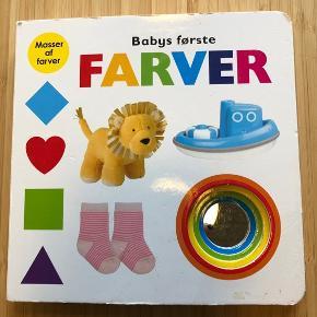 Skøn bog som giver anledning til en god snak om farver, med sin tumling. Bogen indholder et spejl så barnet er en del af fortællingen.