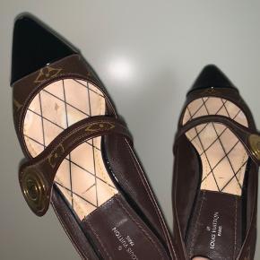 Louis Vuitton magic SP ballerina sko  Str 37, men passer en str 36,5  Er købt herinde til 4000kr hvor de ikke var brugt og har selv brugt dem 2 gange. Der høre kvittering, dustbag og æske med.  No; 4850