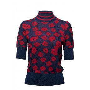 Flot bluse, høj ved halsen, aldrig brugt, er ny. bryst-96 længden-54 mp.500