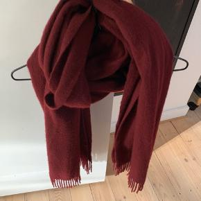 90 % uld 10 % cashmere  Uldhalstørklæde