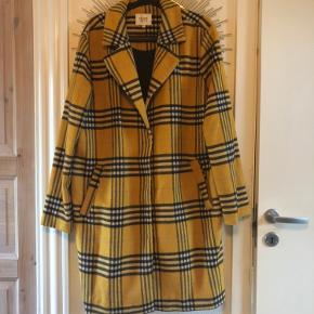 Ternet uldfrakke fra Second female. I rigtig pæn stand. Køber betaler fragt