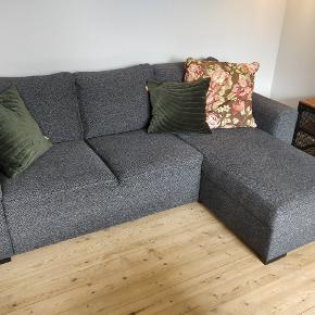 Sofa i fin stand. Købt brugt, men fejler intet. Købt for 6 måneder siden. Giv et bud😊