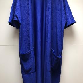 Smuk blå cardigan / kimono med lommer Aldrig brugt men vasket