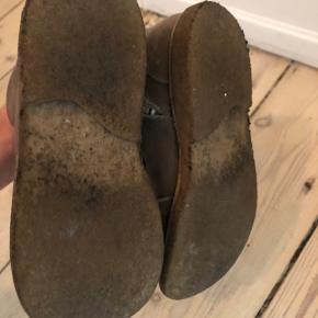 Angulus vinterstøvler med snørre. Nude farvet. Str. 30. Er brugte og farven er slidt af på snuderne. Ingen defekter eller huller.   Bytter ikke ☀️