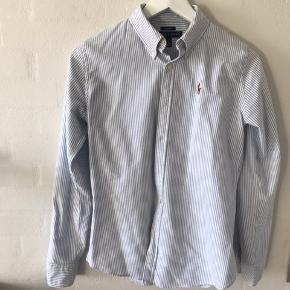 3 forskellige skjorter fra Ralph Lauren, brugt minimalt, sælges da jeg ikke længere kan passe dem. Størrelse 4, hvilket svarer til en str s, kan også passes af xs
