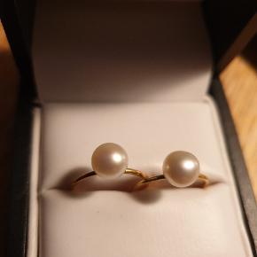 2 smukke ringe fra Erbs Danmark i sterling sølv med en rigtig god forgyldning. Diameter indvendigt: 16-17 mm. Jeg bytter ikke.. Prisen er pr. Styk