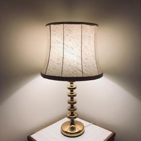 Lampeskærm. Vintage. Retro. Grå/hvid. Diameter i toppen: 32 cm Højde: 30 cm