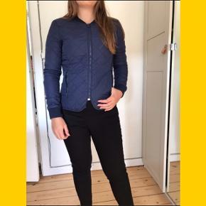 Windbreaker jakke med lynlås og to lommer  🌼Bytter ikke🌼 🌸Kan afhentes eller sendes igennem Trendsales på købers regning🌸