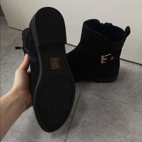 Sælger disse fine støvler, da de er for store til mig!