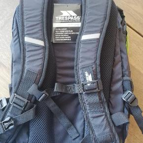 Trepass race 20 l rygsæk, aldrig brugt, let og lækker med god komfort til ryg.