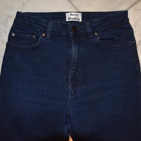 Fede jeans str 28/32.  Det er en slim model med stretch, og modellen hedder 'Pin Ultra'. De er super-seje, og har kun været på et par gange.