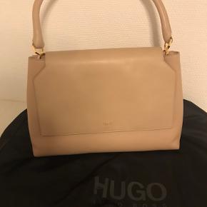 Meget smuk skulder-hånd taske fra Hugo boss i nude Helt ny - fejlkøb