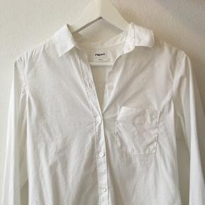 """Hvid skjorte modellen """"Classic stretch shirt"""" fra Filippa K. Kun brugt en enkelt gang! 900 kr fra ny  (Ser lidt krøllet ud på billedet, men skal bare dampes eller stryges)"""