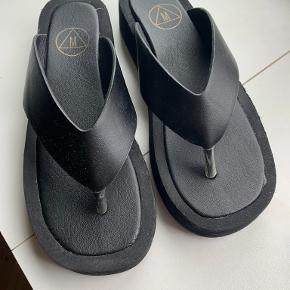Missguided sandaler