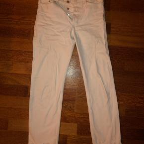 Sælger disse mom jeans fra hm, da jeg synes de er blevet lidt for korte til mig. Har brugt dem et par gange, men de er stadig i rigtig god stand.
