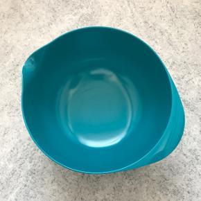 Sælges da den aldrig er blevet brugt. 5 L skål med låg