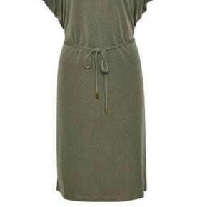 Part Two kjole, farven hedder 'Antique Bronz'