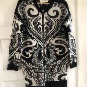 Lækker sweater, passer både small/medium  Kun brugt et par gange, står næsten som ny!