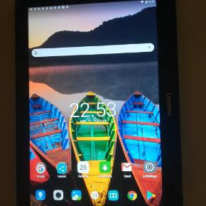 Lenovo Tablet 14 dage gammel, fejler intet. Sort med blå kant 10,1Se. Nr. HAOXHKRD Pris før 1600 kr, kvittering haves