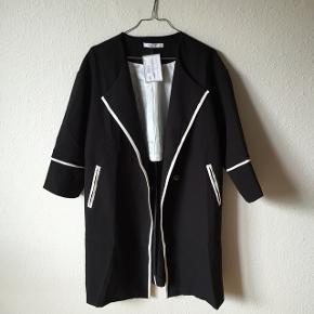Smukkeste sorte frakke fra Helle Annemann OBS jeg gir mængderabat 😊