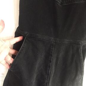 Overalls Brugt få gange - justerbar i stropperne.