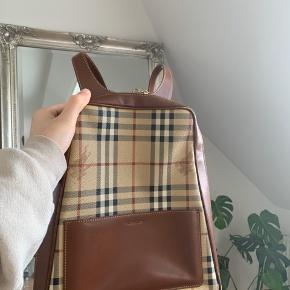 Vintage Burberry rygsæk. Rigtig fin stand Skrid for flere billeder eller info Umiddelbart mp er 2500kr