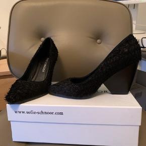 """Sofie Schnoor sko med """"hår"""" brugt et par gange  Str 36 men jeg bruger 37 og kan passe dem"""