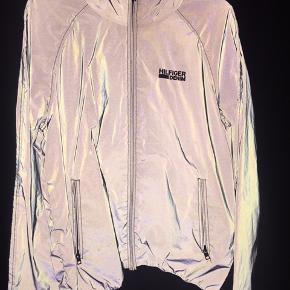 Super fed jakke fra Tommy Hilfiger. Brugt en aften :) er sej med blitz 😀   Stone Island acne lacoste nike