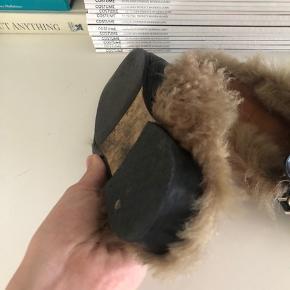 Bare brugt meget også tydeligt på billeder, men er stadig en cool sko. Og har fået nye såler.