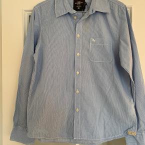 Fin lyseblå skjorte str 14 år. H&M Som ny